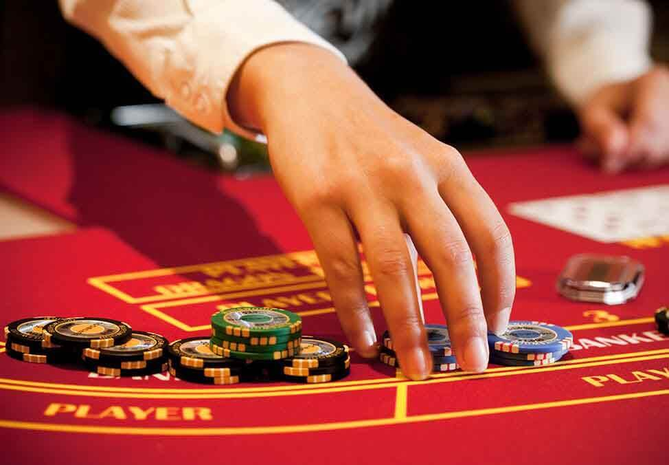 Gaming experience in online casinos can be used to predict the results of the bets.