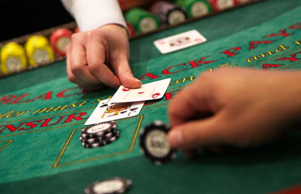 Why and where to play the easy slots game online?